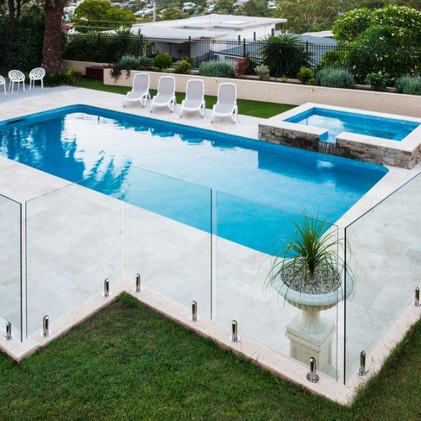 Lemovacia dlažba okolo bazéna Bratislava